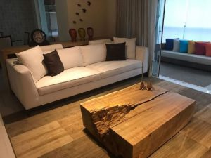 5 móveis de madeira maciça versáteis e charmosos