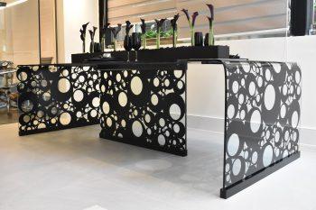 Whole Collection lança duas mesas com uso de diferentes materiais